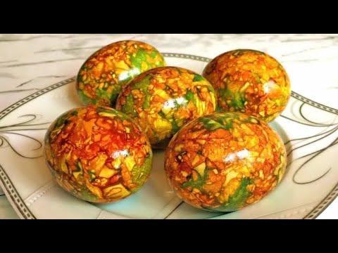 Мраморные яйца на луковой шелухе.