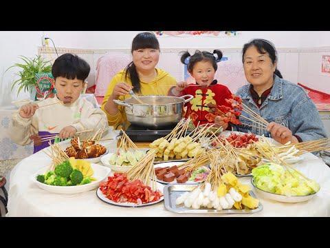 """【陕北霞姐】孩子们假期结束,大人齐上阵做""""陕北沾沾"""",一口一串,娃娃们可解馋了!"""