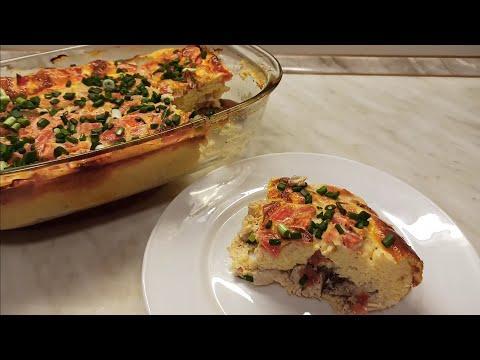 Просто заливаю куриное филе,помидоры и в духовку-  сытный завтрак,обед или ужин готов!