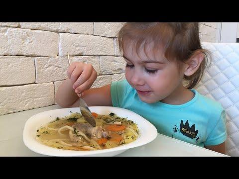 Куриный суп с лапшой. Самый любимый суп нашей дочери. Очень-очень вкусно! Пообедаем?