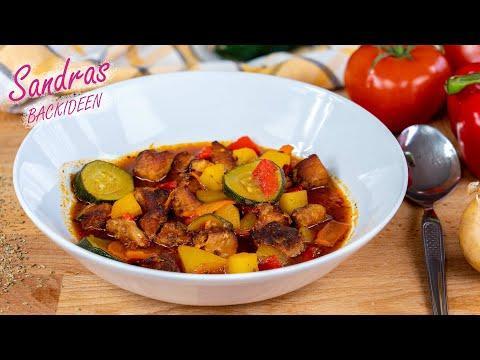 Deftige Gulaschsuppe - schnell gekocht / leckeres Rezept für Gulasch mit Paprika und Kartoffeln