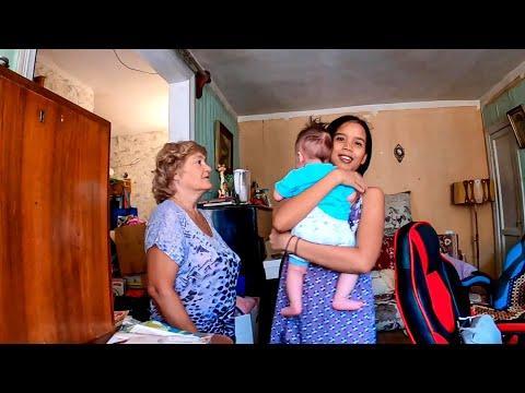 Знакомлю с мамой жену филиппинку и сыночка . Найви впервые в Астрахани. Показываю где я вырос