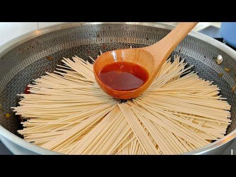 【小穎美食】我家麵條經常這樣做,不用水煮,不用炒,出鍋就光盤,太香了!