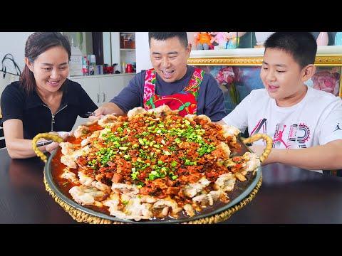"""【超小厨】嘴馋买10斤牛蛙,创新菜""""剁椒蒸牛蛙"""",汤汁拌饭暴风吸入3碗!"""