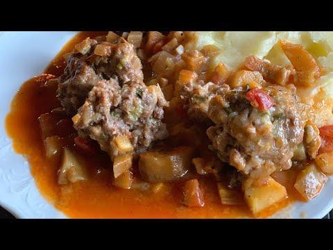 Тефтели в баклажанно-томатном соусе